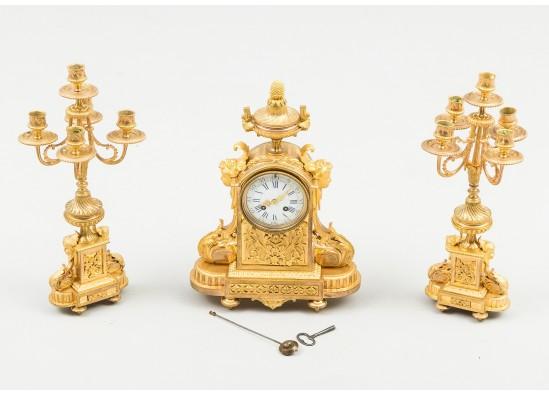 Laikrodis ir dvi žvakidės
