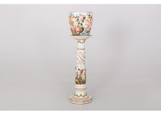 Stovas su vaza