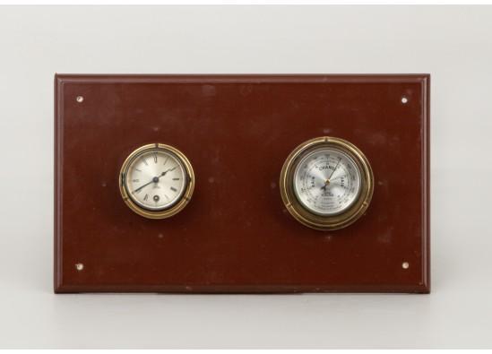 Interjero detalė (laikrodis ir barometras)